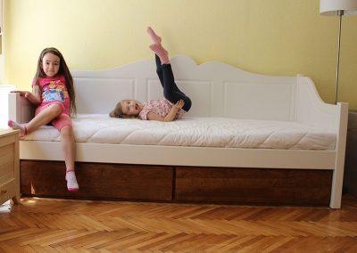 90x200-as gyerekmatrac - játszó kislányokkal